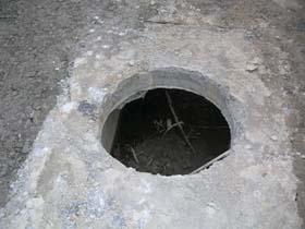 どういうつもりの穴だろう。